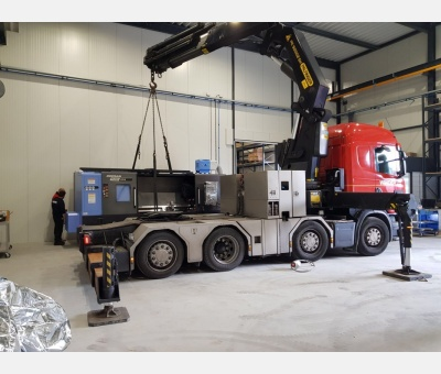 The new lathe and robot arrive in the new Conrad workshop